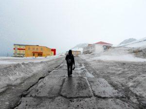 Viaggiare da minimalista sara caulfield